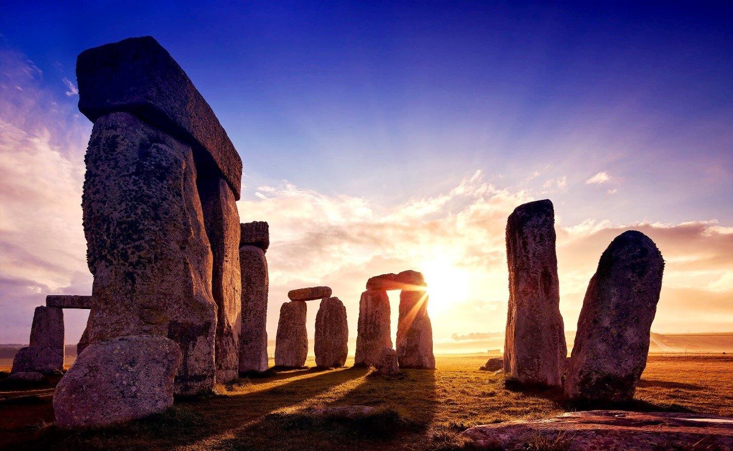Древний камень