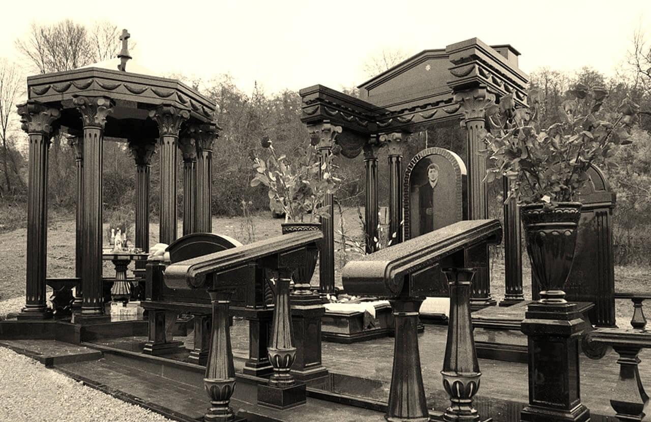 Памятники