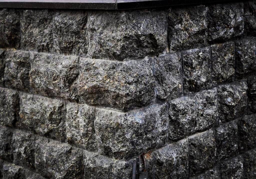 Гранитная плитка «Скала»