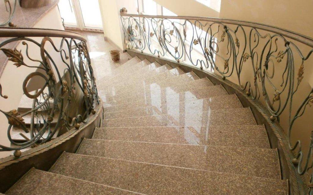 межэтажные лестницы из гранита